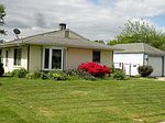 94 Indian Creek Dr, Levittown, PA