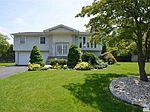 43 Peppermint Rd, Commack, NY