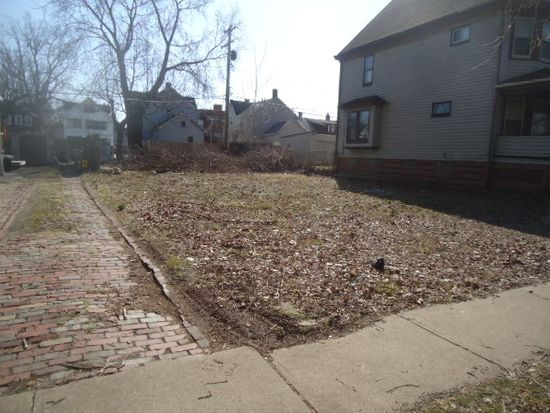 1359 W 89th St, Cleveland, OH 44102