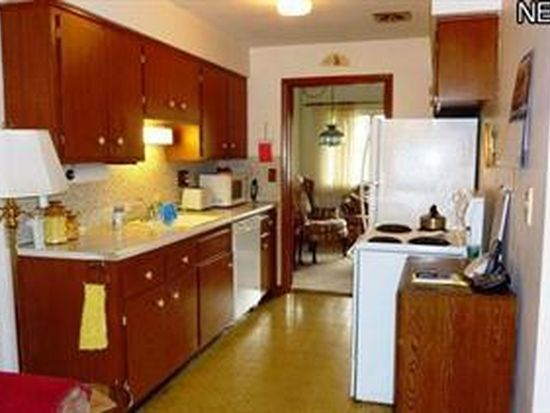 25305 Country Club Blvd APT 7, North Olmsted, OH 44070