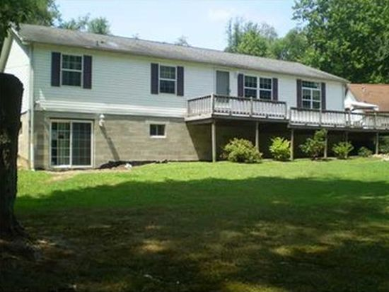 37 Burrows Rd, West Middlesex, PA 16159