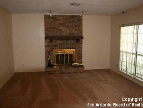 8718 Woods End St, San Antonio, TX 78240