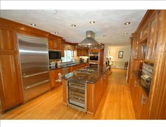582 Sharpners Pond Rd, North Andover, MA 01845