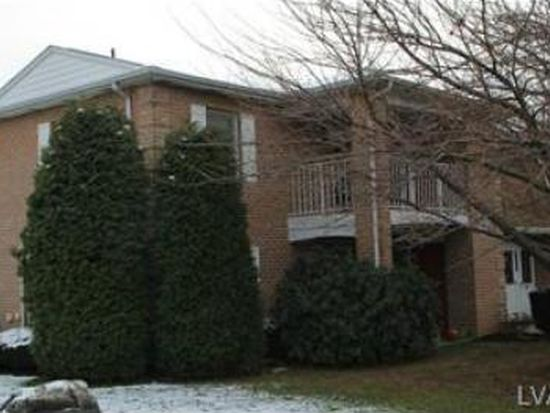 2641 Rolling Green Dr, Macungie, PA 18062