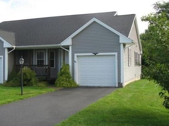 8 Concord Ct, Webster, MA 01570