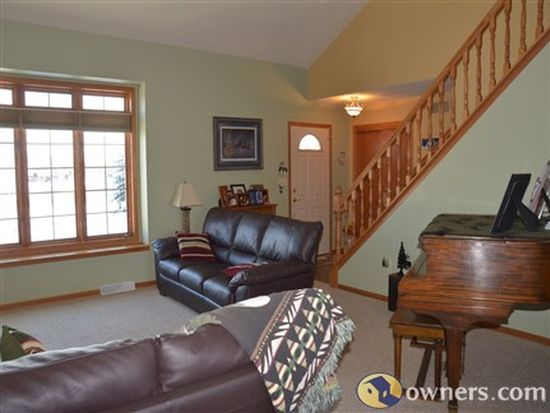 640 Mary Knoll Ln, Watertown, WI 53098