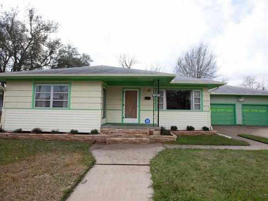 2715 3rd Ave, Groves, TX 77619