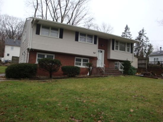8 Maple Ter, Stanhope, NJ 07874