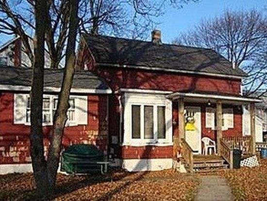 16 Saunders St, Pawtucket, RI 02860
