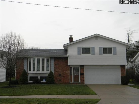 13721 Grove Dr, Cleveland, OH 44125
