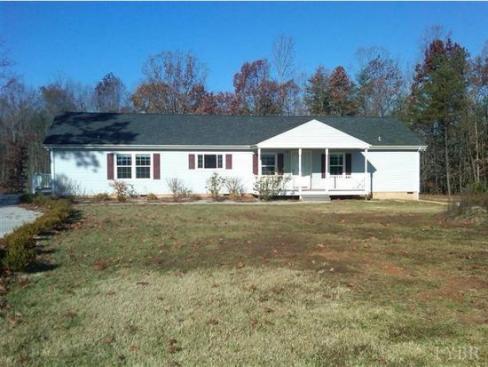 309 Lees Crossing Ln, Appomattox, VA 24522