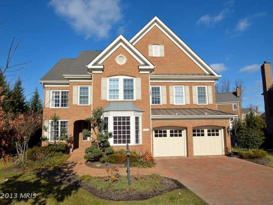3541 Schuerman House Dr, Fairfax, VA 22031