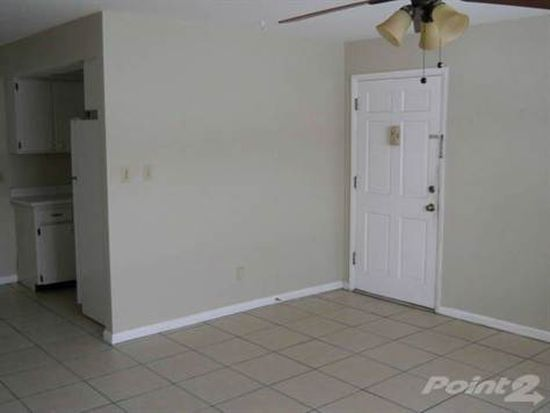 621 Sally Ln APT 5, Clearwater, FL 33756