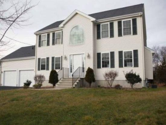 24 Willow Creek Dr, Attleboro, MA 02703