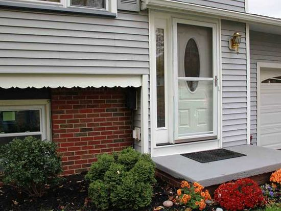 3 Adeane Dr W, Rochester, NY 14624