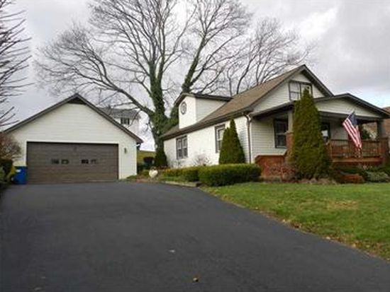 4110 Hollow Rd, New Castle, PA 16101