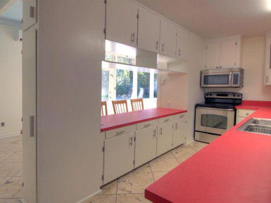 228 Magnolia Ave, St Simons Island, GA 31522