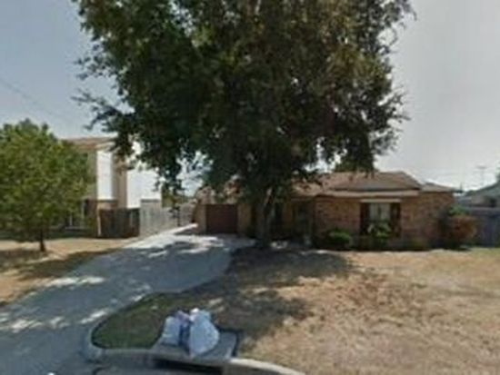 3026 Pearson Dr, Grand Prairie, TX 75052