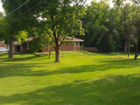 1S571 Maple Ln, Glen Ellyn, IL 60137