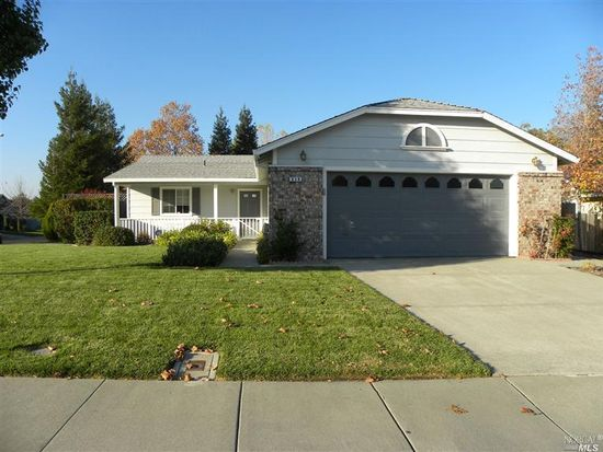 838 Youngsdale Dr, Vacaville, CA 95687