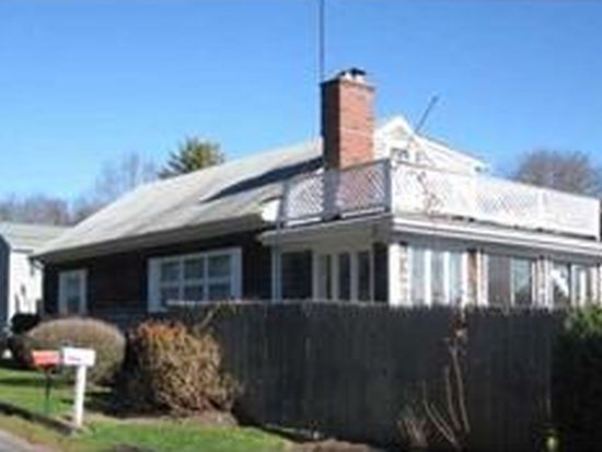 2 Webster Ave, Narragansett, RI 02882