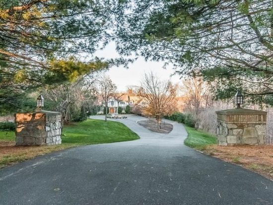 12 Old Country Rd, Woodbridge, CT 06525
