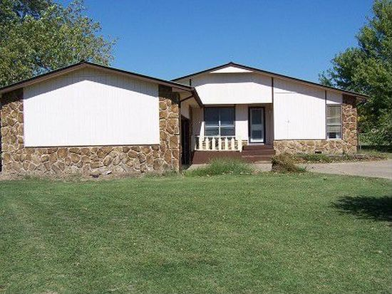 1205 N Country Club Dr, Stigler, OK 74462
