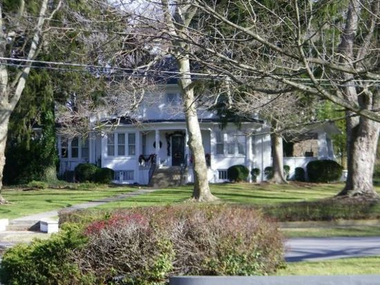 612 Oakhurst Ave, Bluefield, WV 24701