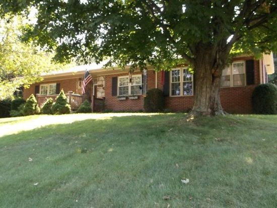 1108 Heatherwood Rd, Bluefield, WV 24701