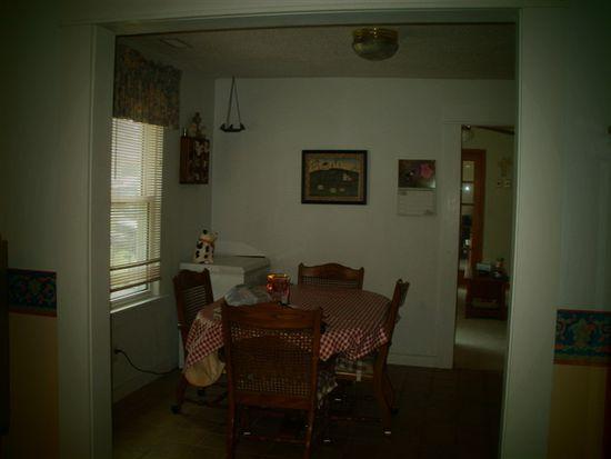 901 N Grand St, Chariton, IA 50049