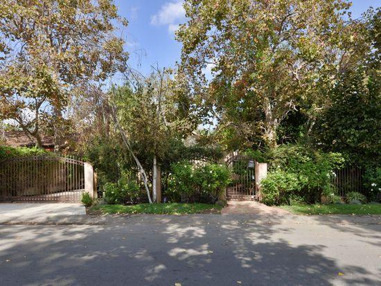 14817 Hartsook St, Sherman Oaks, CA 91403