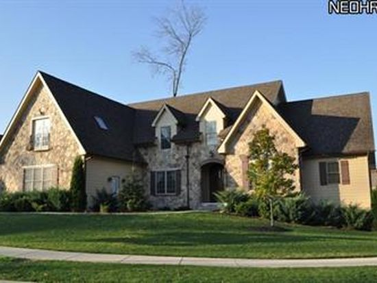 330 Glasgow Dr, Cleveland, OH 44143