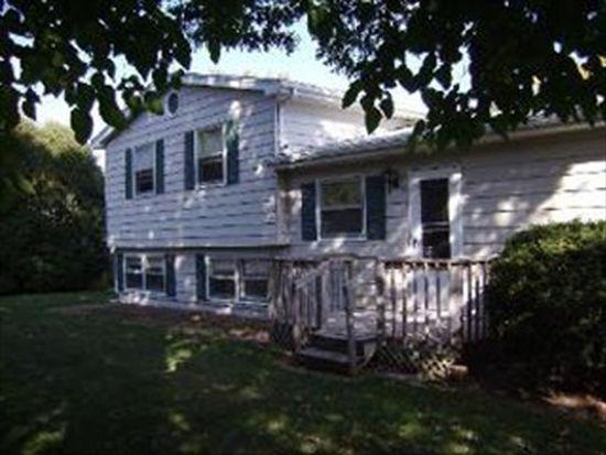 589 Green Oaks Dr, Crystal Lake, IL 60014