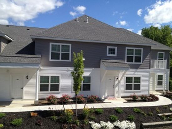 26204 Waters View Cir, Cohoes, NY 12047