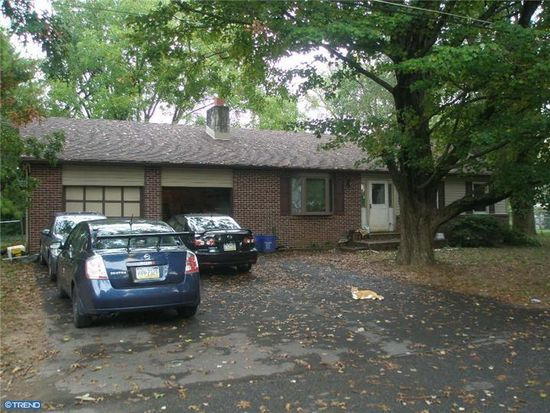 1808 Grieb Ave, Levittown, PA 19055