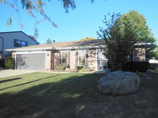 345 S Garden Ave, Roselle, IL 60172