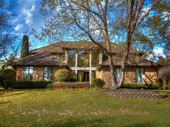 12 Chipping Campden Dr, South Barrington, IL 60010