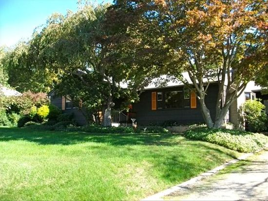 34 Greenview Rd, Groton, CT 06340