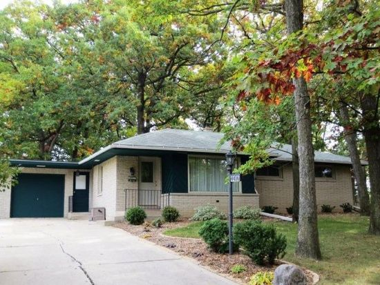 4416 S 80th St, Greenfield, WI 53220