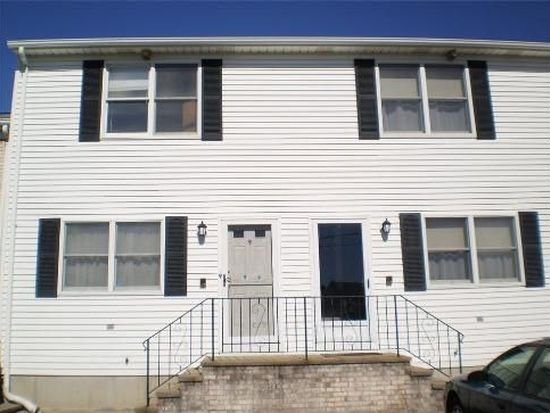 11 Sunflower Cir, North Providence, RI 02911
