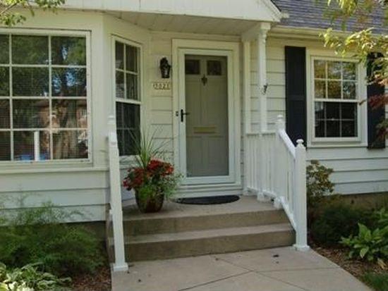 5021 N Idlewild Ave, Whitefish Bay, WI 53217