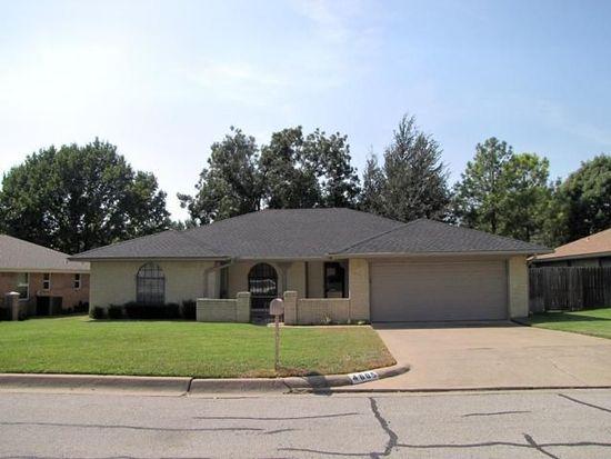 4605 Riverview Dr, Fort Worth, TX 76180
