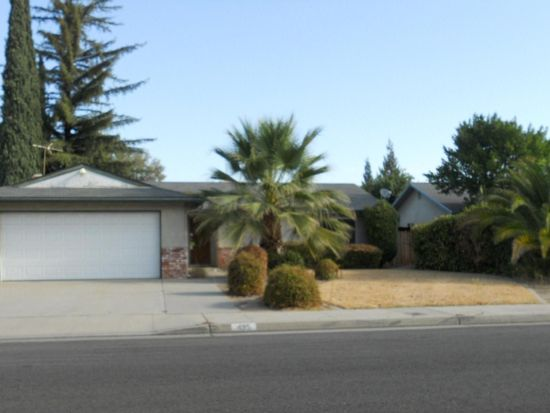 495 W Antonio Dr, Clovis, CA 93612