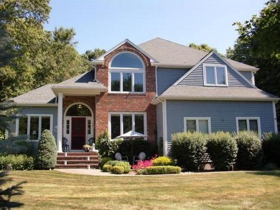 30 Carriage House Ln, Mansfield, MA 02048