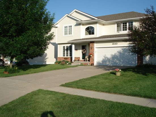 4640 Waterford Dr, West Des Moines, IA 50265