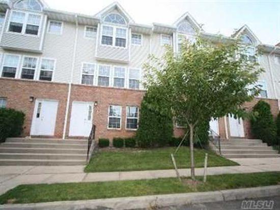 204 Hendrick Ave E, Glen Cove, NY 11542