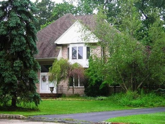 7 Manor Ct, Montclair, NJ 07042
