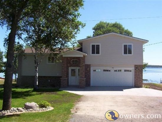 750 Shorewood Dr, Detroit Lakes, MN 56501