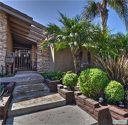 3880 Mistral Dr, Huntington Beach, CA 92649