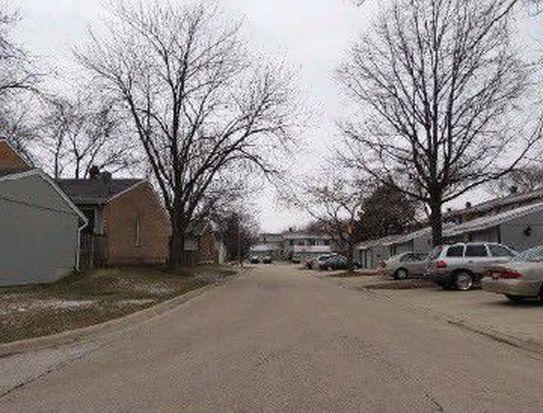214 Oakwood Ln, Bloomingdale, IL 60108